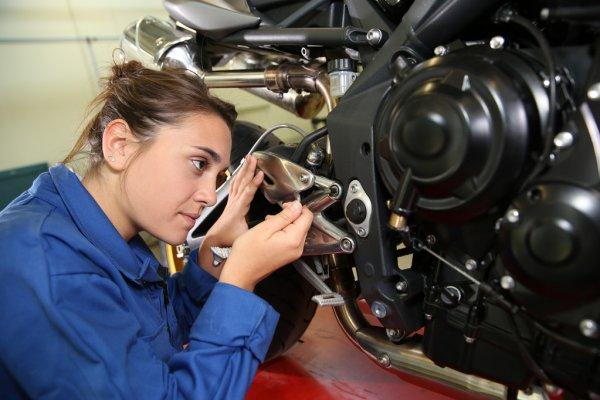 Выбор профессий у российских женщин станет больше