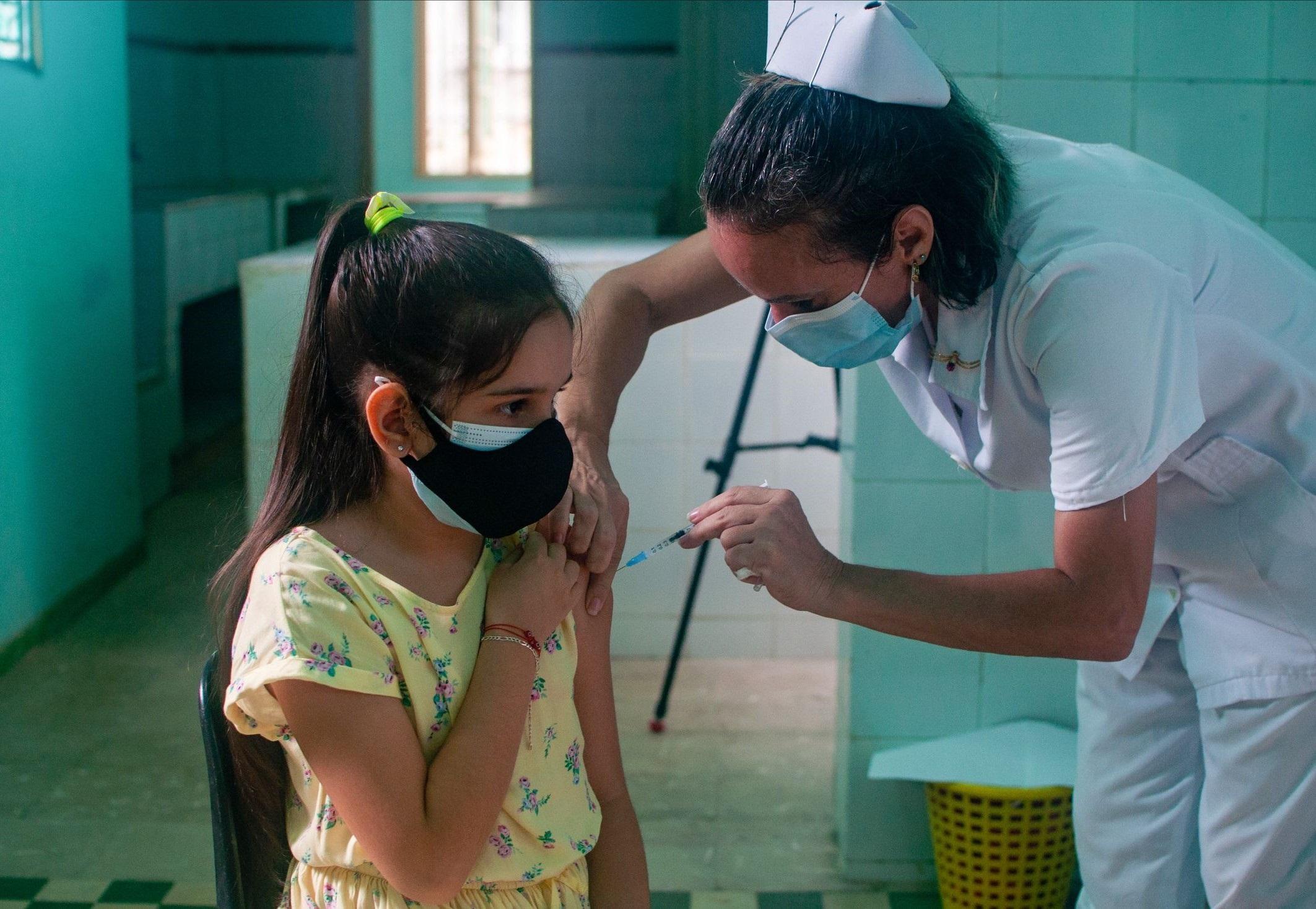 На Кубе начали прививать детей от коронавируса